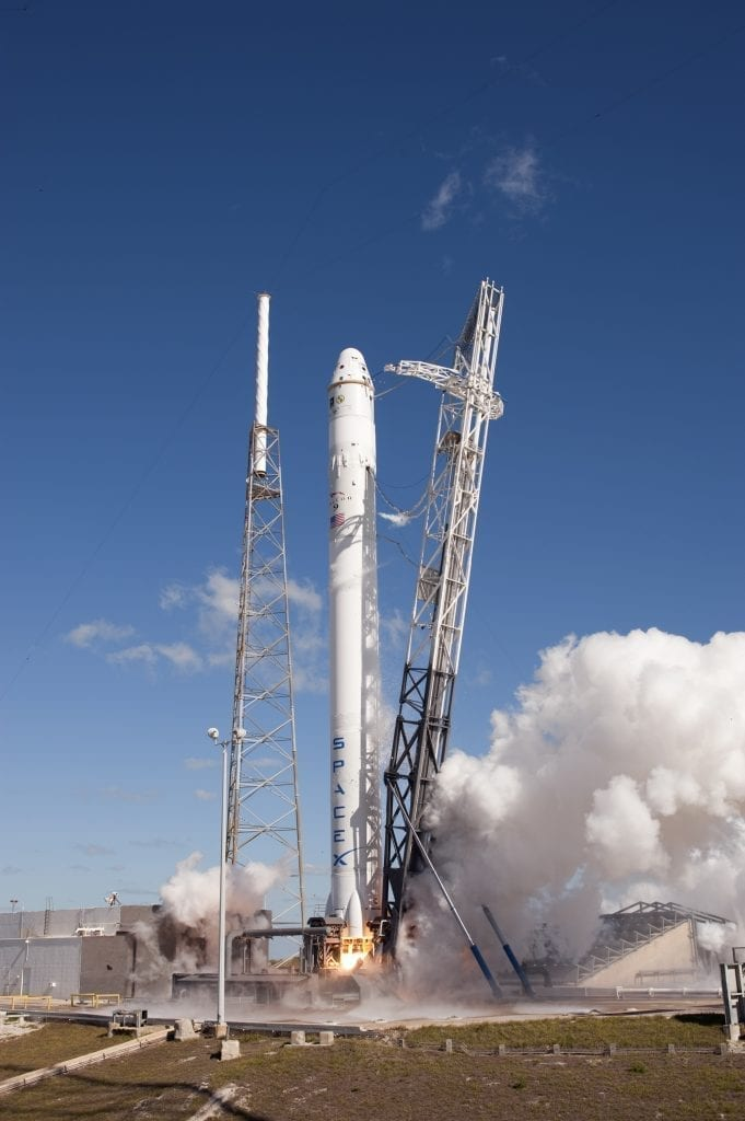 "Photo of The historic launch of the ""Falcon 9"" missile and its landing back"