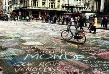 على ضوء الإحداث الأخيرة, سكان بروكسل يزينون مدينتهم بالرسائل الإيجابية