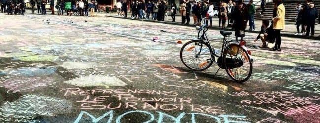 לאור הארועים האחרונים, תושבי בריסל מעטרים את עירם עם מסרים חיוביים