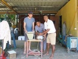 وكان بلاستيك : إبنوا في بيوتكم مصنع صغير لإعادة تصنيع البلاستيك