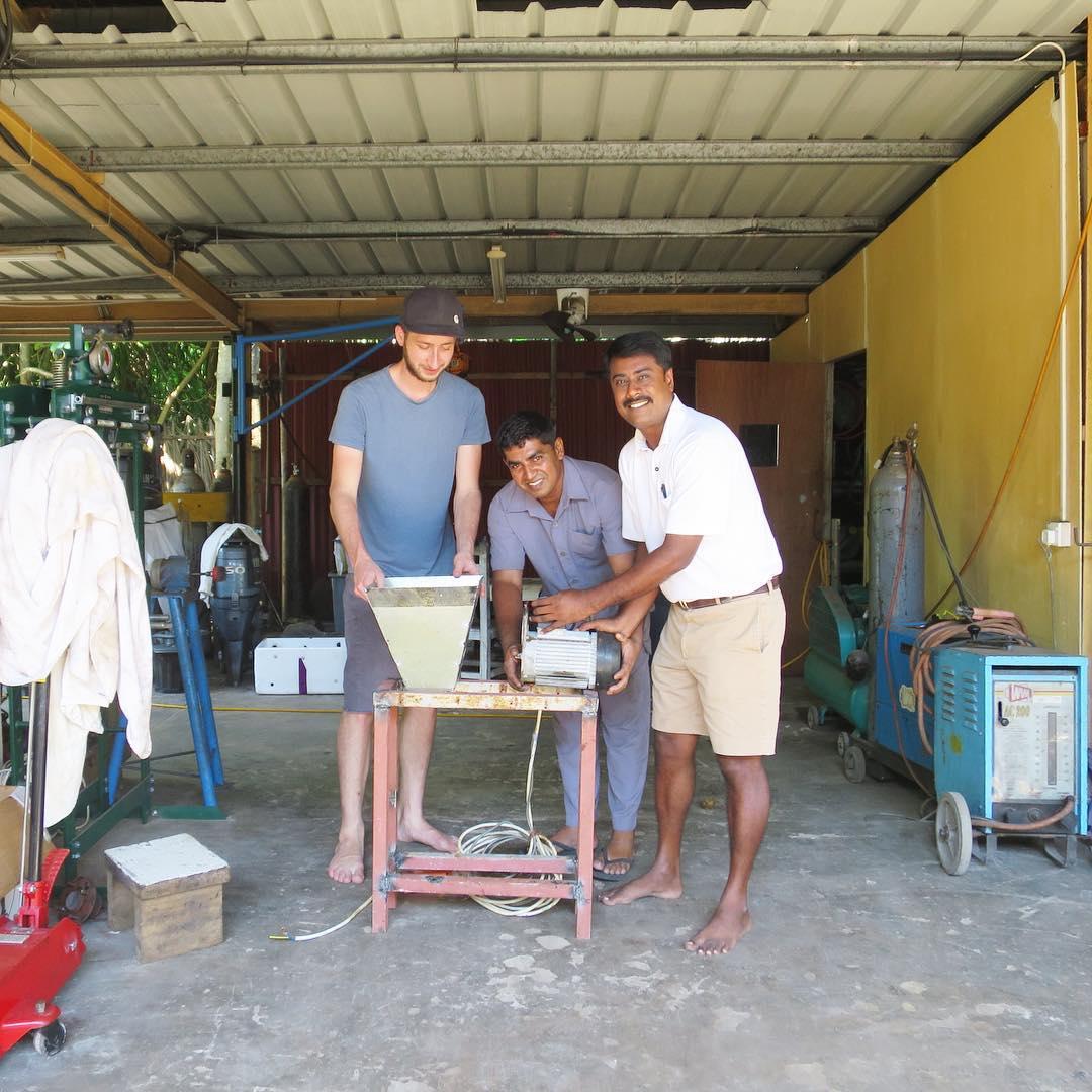 Photo of وكان بلاستيك : إبنوا في بيوتكم مصنع صغير لإعادة تصنيع البلاستيك
