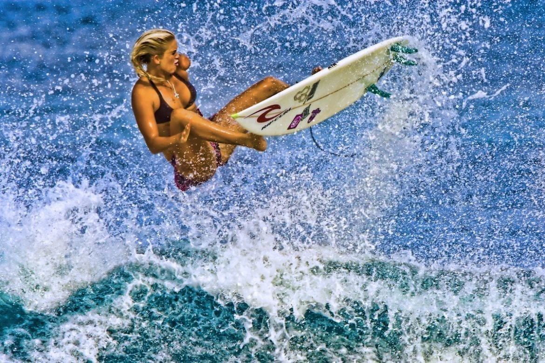 Photo of הגולשת מהוואי בעלת הזרוע האחת עושה היסטוריה
