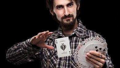 Photo of השאלה היא מה עושה כל אחד עם הקלפים שחילקו לו – עמוס עוז