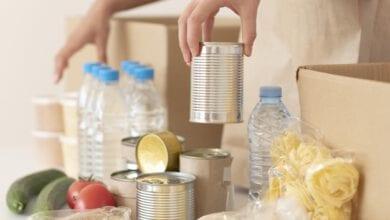 Photo of עמותת שניר הצליחה לגייס כ- 100 מתנדבים לאריזת חבילות שי לחג. גם אור קופרלי מרשת 'חצי חינם' נרתם השתתף ותרם.